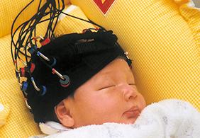 脳科学で赤ちゃんの脳の働きを解析